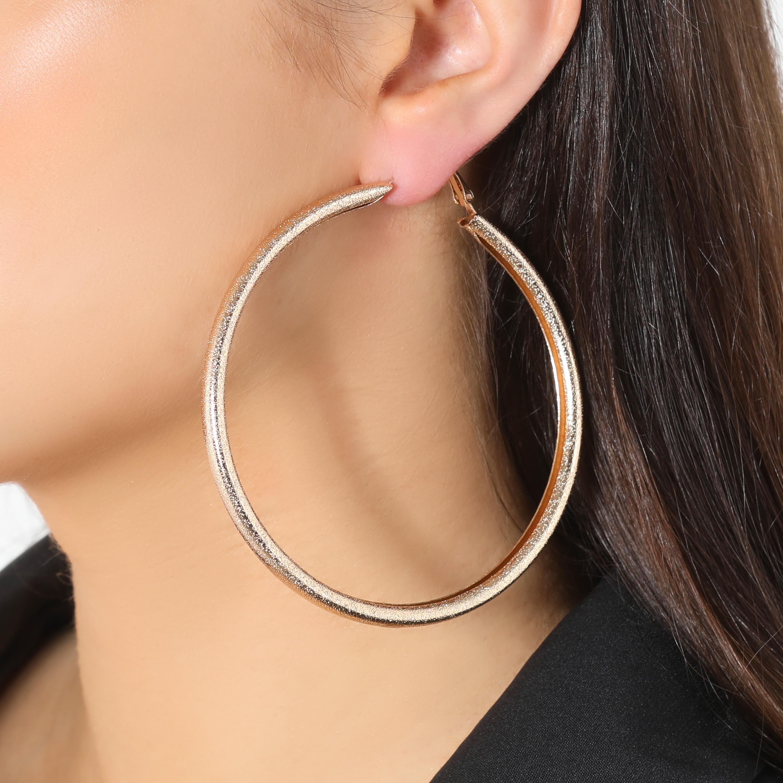 Basic Hoop Earrings In Gold