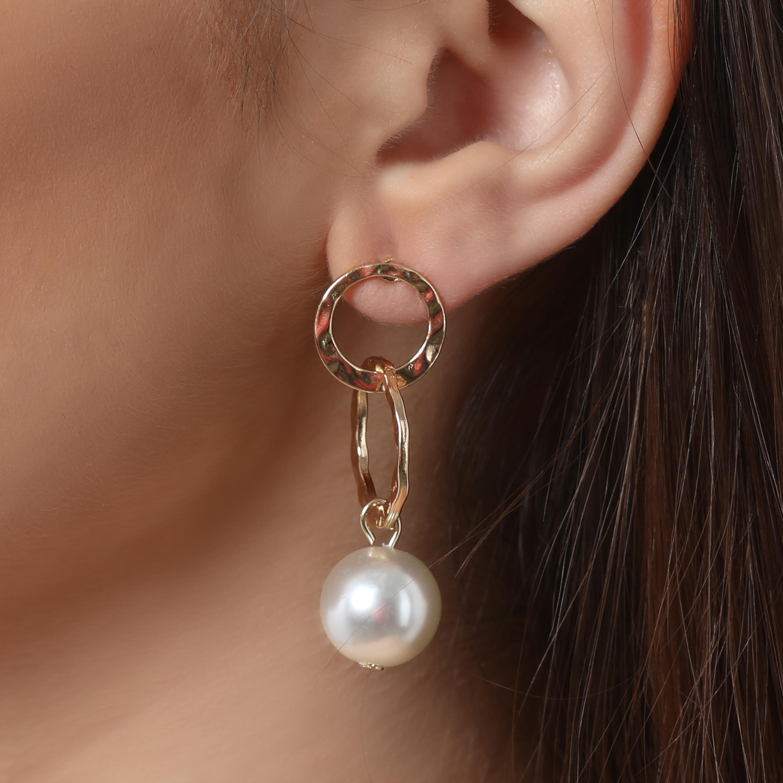 Pearl Detail Circle Drop Earrings In Gold