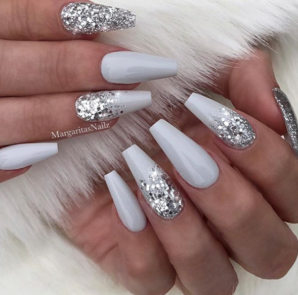 white christmas nails